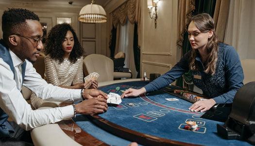 投稿画像 カジノのカードゲームとBJ 駆け引きと運の絶妙なバランス - カジノのカードゲームとBJ